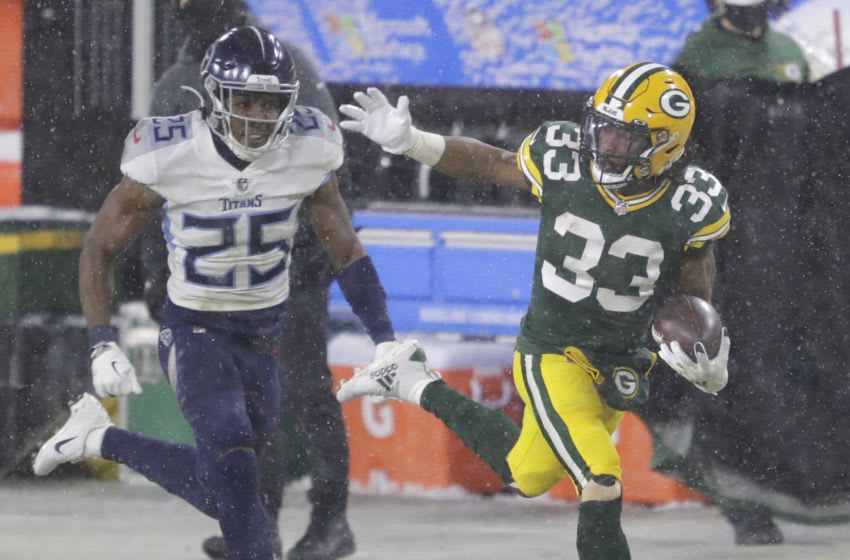 Green Bay Packers running back Aaron Jones (33)