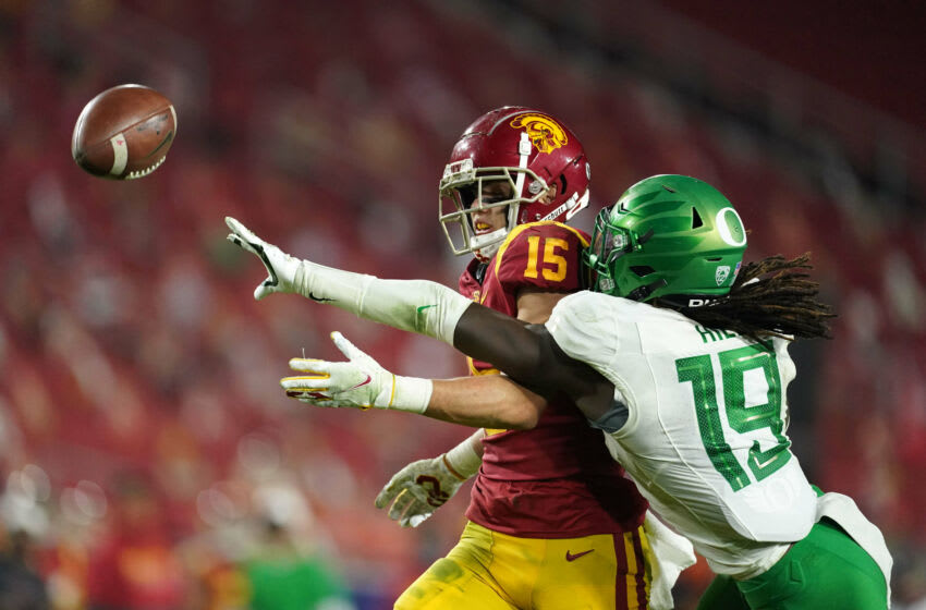 Oregon Ducks safety Jamal Hill and USC Trojans wide receiver Drake London in the Pac-12 title game. ( Kirby Lee-USA TODAY Sports)
