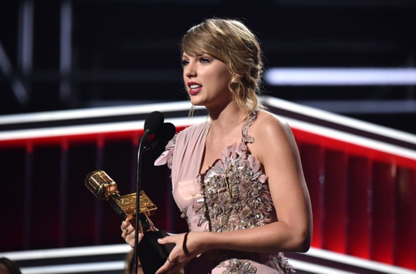 LAS VEGAS, NV - MAY 20: Recording artist Taylor Swift accepts Top Selling Album for 'Reputation' onstage at the 2018 Billboard Music Awards at MGM Grand Garden Arena on May 20, 2018 in Las Vegas, Nevada. (Photo by Kevin Mazur/WireImage)