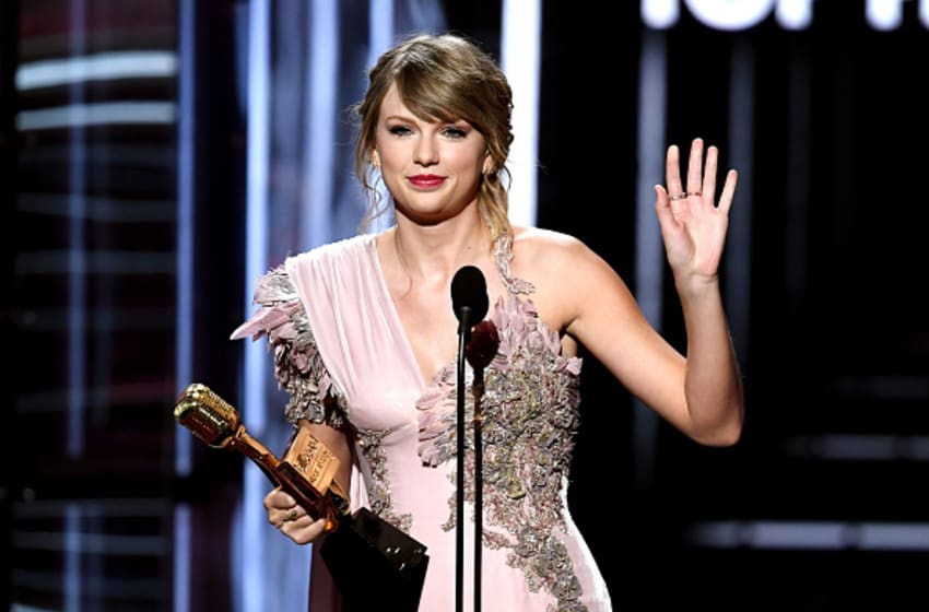 LAS VEGAS, NV - MAY 20: Recording artist Taylor Swift accepts the Top Female Artist award onstage during the 2018 Billboard Music Awards at MGM Grand Garden Arena on May 20, 2018 in Las Vegas, Nevada. (Photo by Kevin Winter/Getty Images)