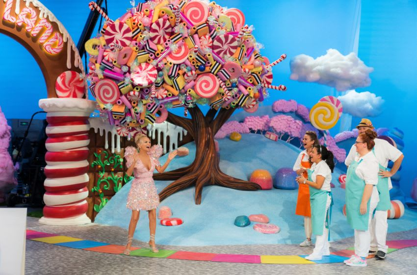 Host Kristin Chenoweth with contestants Cinthya Romriell, Eric Kroeker, Brittani Diehl and Reva Alexander-Hawk, as seen on Candyland, Season 1. Photo provided by Food Network
