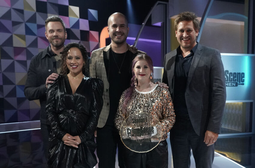 """CRIME SCENE KITCHEN: Clockwise from Top L: Joel McHale, contestant Luis, Curtis Stone, contestant Natalie and Yolanda Gampp in the """"Finale"""" episode of CRIME SCENE KITCHEN airing Wednesday, July 21 (9:00-10:00 PM ET/PT) on FOX. © 2021 FOX MEDIA LLC. CR: Michael Becker/FOX."""