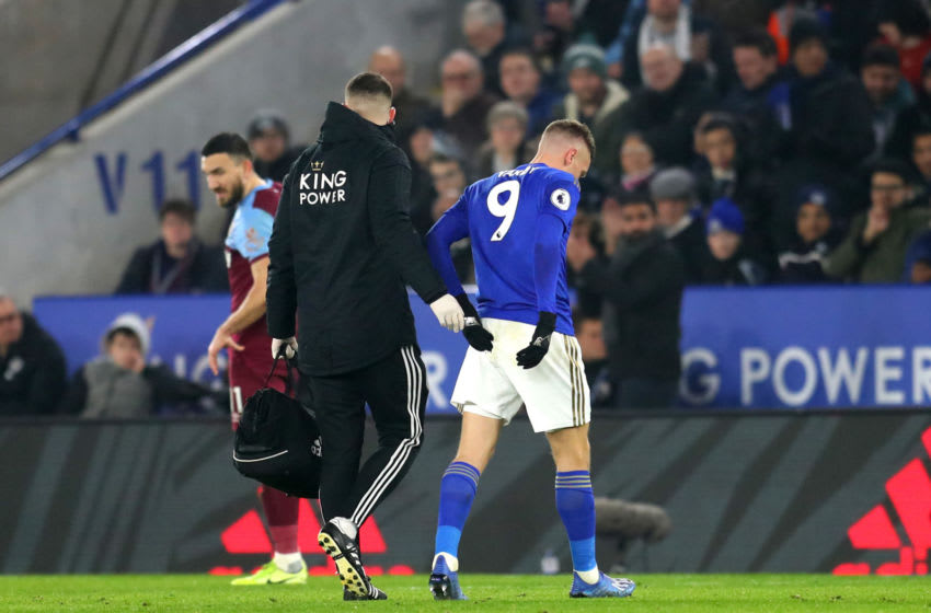 LEICESTER, ENGLAND - JANUARY 22: Jamie Vardy of Leicester City leaves the pitch following an injury during the Premier League match between Leicester City and West Ham United at The King Power Stadium on January 22, 2020 in Leicester, United Kingdom. (Photo by Catherine Ivill/Getty Images)