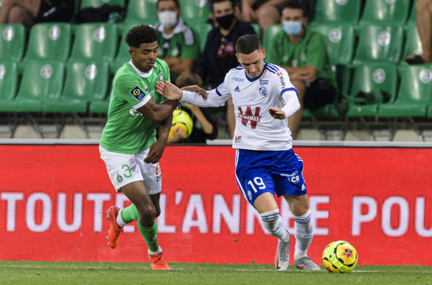 Anthony Caci of Racing Strasbourg (R) Wesley Fofana of Saint-Étienne (L) (Photo by Marcio Machado/Getty Images)
