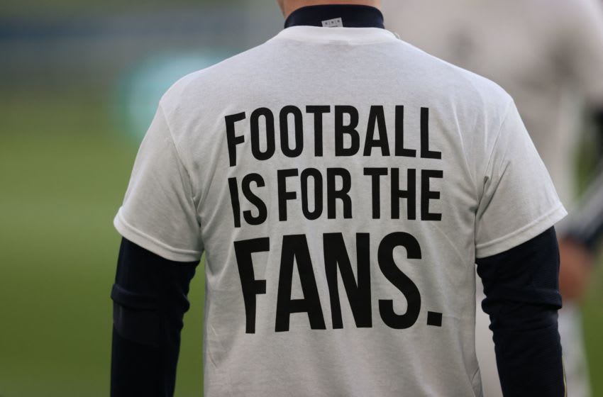 A Leeds United player wears a T-shirt against European Super League (Photo by CLIVE BRUNSKILL/POOL/AFP via Getty Images)
