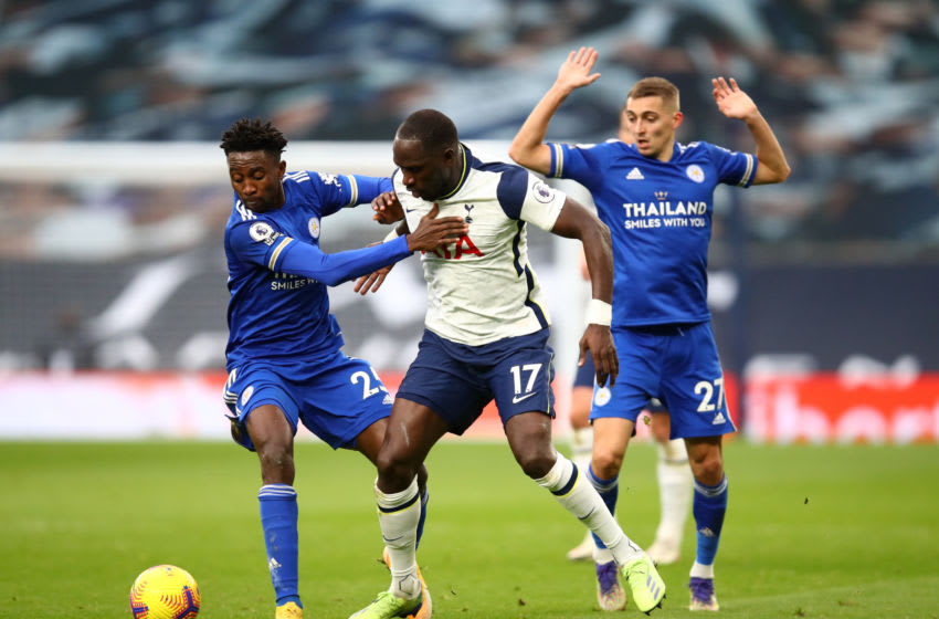 Moussa Sissoko (c) of Tottenham Hotspur, Wilfred Ndidi (l) and Timothy Castagne of Leicester City (Photo by Julian Finney/Getty Images)