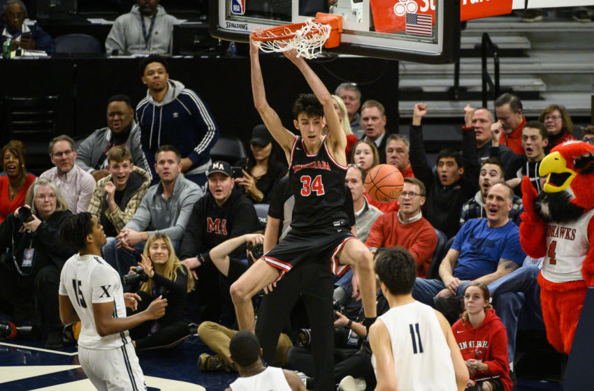 MINNEAPOLIS, MINNESOTA - JANUARY 04: Chet Holmgren #34 of Minnehaha Academy Red Hawks dunks the ball in the second half of the game at Target Center on January 04, 2020 in Minneapolis, Minnesota. (Photo by Stephen Maturen/Getty Images)