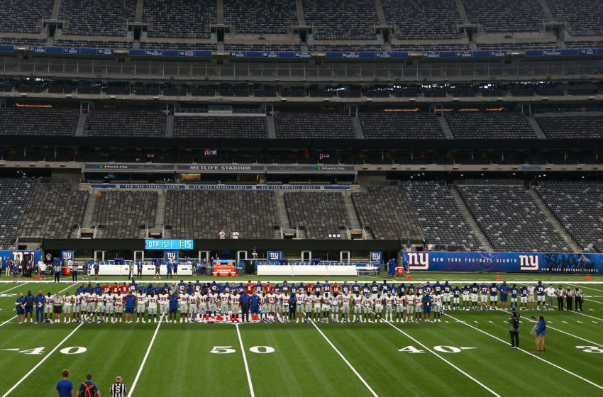 New York Giants lock arms in a pregame moment of silence prior to the start of the Blue and White scrimmage at MetLife Stadium on August 28, 2020 in East Rutherford, New Jersey. (Photo by Mike Stobe/Getty Images)