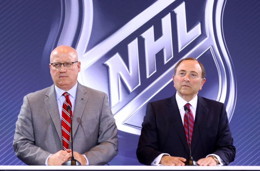 Komisaris dan Wakil Komisaris NHL Gary Bettman dan Bill Daly (Foto oleh Bruce Bennett / Getty Images)