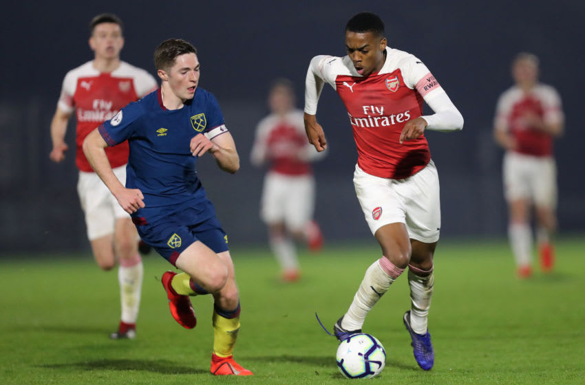BOREHAMWOOD, ENGLAND - MARCH 29: Joe Willock of Aresnal is challenged by Conor Coventry of West Ham United during the Premier League 2 match between Arsenal and West Ham United at Meadow Park on March 29, 2019 in Borehamwood, England. (Photo by James Chance/Getty Images)