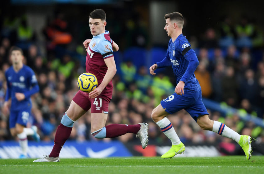 LONDON, ENGLAND - NOVEMBER 30: Declan Rice of West Ham United is put under pressure by Mason Mount of Chelsea during the Premier League match between Chelsea FC and West Ham United at Stamford Bridge on November 30, 2019 in London, United Kingdom. (Photo by Mike Hewitt/Getty Images)
