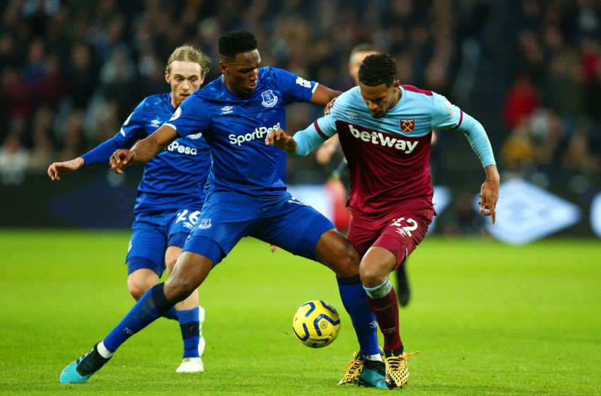 LONDON, ENGLAND - JANUARY 18: Yerry Mina of Everton competes with Sebastien Haller of West Ham United during the Premier League match between West Ham United and Everton FC at London Stadium on January 18, 2020 in London, United Kingdom. (Photo by Charlie Crowhurst/Getty Images)