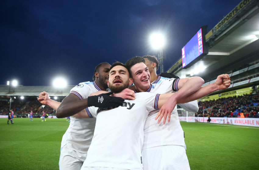 LONDON, ENGLAND - DECEMBER 26: Robert Snodgrass of West Ham United celebrates with teammates after scoring his sides first goal during the Premier League match between Crystal Palace and West Ham United at Selhurst Park on December 26, 2019 in London, United Kingdom. (Photo by Jordan Mansfield/Getty Images)