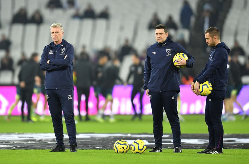 LONDON, ENGLAND - JANUARY 01: David Moyes, Manager of West Ham United speaks to his backroom staff prior to the Premier League match between West Ham United and AFC Bournemouth at London Stadium on January 01, 2020 in London, United Kingdom. (Photo by Justin Setterfield/Getty Images)