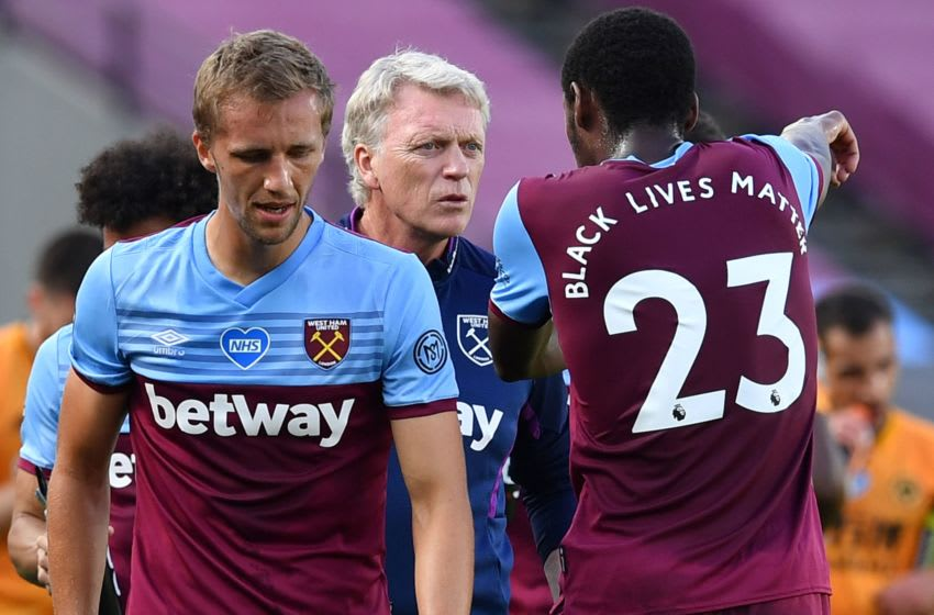West Ham United's Scottish manager David Moyes (C) talks with West Ham United's French defender Issa Diop (R) during a break for drinks during the English Premier League football match between West Ham United and Wolverhampton Wanderers at The London Stadium, in east London on June 20, 2020. (Photo by Ben STANSALL / POOL / AFP) / RESTRICTED TO EDITORIAL USE. No use with unauthorized audio, video, data, fixture lists, club/league logos or 'live' services. Online in-match use limited to 120 images. An additional 40 images may be used in extra time. No video emulation. Social media in-match use limited to 120 images. An additional 40 images may be used in extra time. No use in betting publications, games or single club/league/player publications. / (Photo by BEN STANSALL/POOL/AFP via Getty Images)