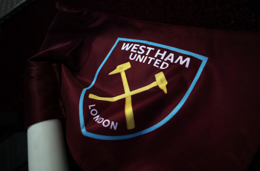 LONDON, ENGLAND - SEPTEMBER 12: The West Ham club badge on a corner flag ahead of the Premier League match between West Ham United and Newcastle United at London Stadium on September 12, 2020 in London, England. (Photo by Catherine Ivill/Getty Images)