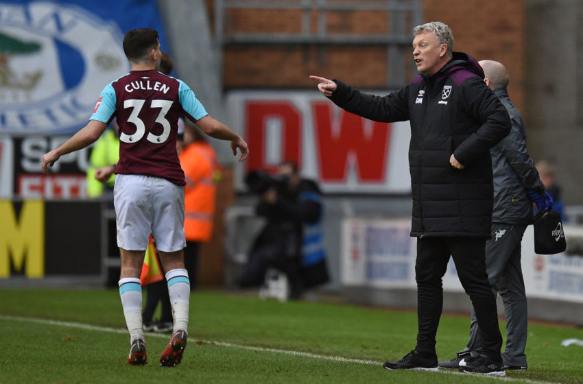 West Ham United's Scottish manager David Moyes (R) gestures to West Ham United's English-born Irish midfielder Josh Cullen from the touchline during the English FA Cup fourth round football match between Wigan Athletic and West Ham United at the DW Stadium in Wigan, northwest England, on January 27, 2018. / AFP PHOTO / Oli SCARFF / RESTRICTED TO EDITORIAL USE. No use with unauthorized audio, video, data, fixture lists, club/league logos or 'live' services. Online in-match use limited to 75 images, no video emulation. No use in betting, games or single club/league/player publications. / (Photo credit should read OLI SCARFF/AFP via Getty Images)