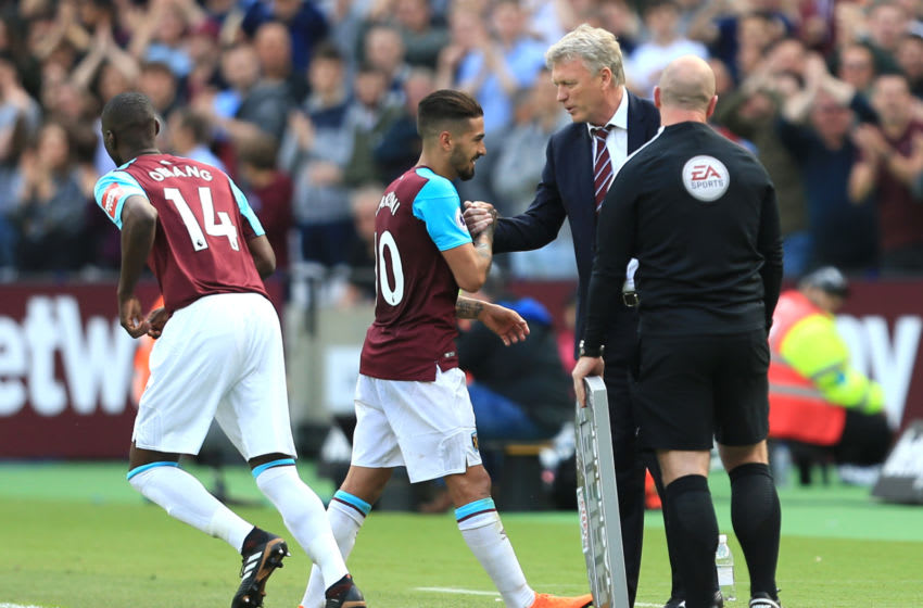 LONDON, ENGLAND - MAY 13: David Moyes, Manager of West Ham United shakes the hand of Manuel Lanzini of West Ham United as he is subtituted during the Premier League match between West Ham United and Everton at London Stadium on May 13, 2018 in London, England. (Photo by Stephen Pond/Getty Images)