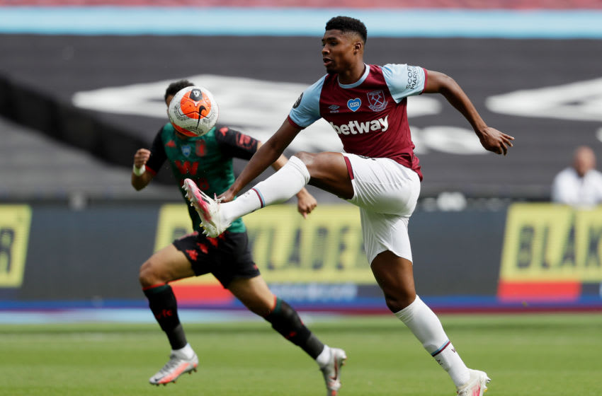 LONDON, ENGLAND - JULY 26: Ben Johnson of West Ham United controls the ball during the Premier League match between West Ham United and Aston Villa at London Stadium on July 26, 2020 in London, England. Football Stadiums around Europe remain empty due to the Coronavirus Pandemic as Government social distancing laws prohibit fans inside venues resulting in all fixtures being played behind closed doors. (Photo by Matt Dunham/Pool via Getty Images)