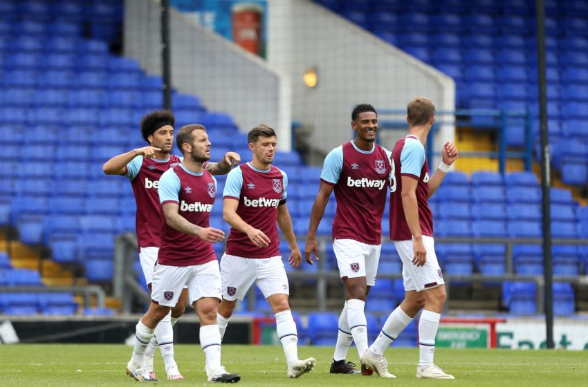 IPSWICH, ENGLAND - AUGUST 25: West Ham United players celebrate a goal during the Pre-Season Friendly between Ipswich Town and West Ham United at Portman Road on August 25, 2020 in Ipswich, England. (Photo by Stephen Pond/Getty Images)