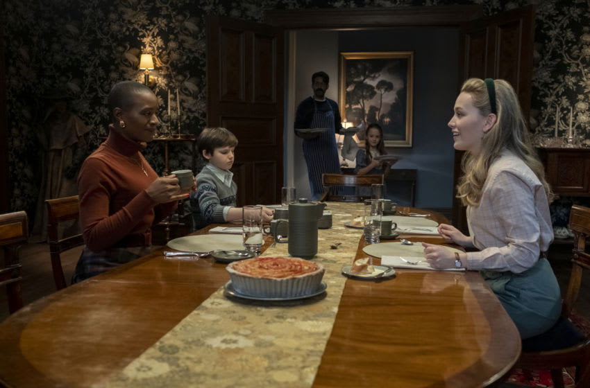 THE HAUNTING OF BLY MANOR (L to R) T'NIA MILLER as HANNAH, BENJAMIN EVAN AINSWORTH as MILES, RAHUL KOHLI as OWEN, AMELIE SMITH as FLORA, and VICTORIA PEDRETTI as DANI in episode 101 of THE HAUNTING OF BLY MANOR Cr. EIKE SCHROTER/NETFLIX © 2020