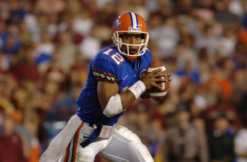 Florida quarterback Chris Leak scrambles for a gain against Florida State November 26, 2005 in Gainesville, Florida. The Gators defeated the Seminoles 34 to 7. (Photo by A. Messerschmidt/Getty Images)