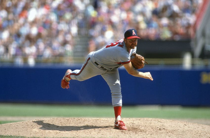 UNSPECIFIED - CIRCA 1990: Pitcher Bert Blyleven #28 of the California Angels pitches during aN Major League Baseball game circa 1990. Blyleven played for the Angels from 1989-92. (Photo by Focus on Sport/Getty Images)