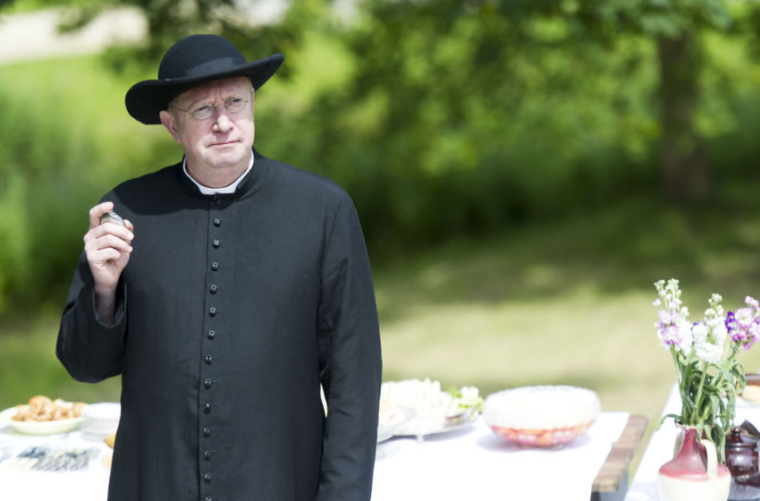 Programme Name: Father Brown - TX: 14/01/2013 - Episode: n/a (No. 1) - Embargoed for publication until: n/a - Picture Shows: Father Brown (MARK WILLIAMS) - (C) BBC - Photographer: Chris Lobina