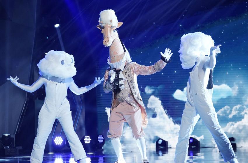 THE MASKED SINGER: Giraffe in the ÒThe Group A Play Offs - Famous Masked WordsÓ episode of THE MASKED SINGER airing Wednesday, Oct. 7 (8:00-9:00 PM ET/PT) on FOX. © 2020 FOX MEDIA LLC. CR: Michael Becker/FOX.
