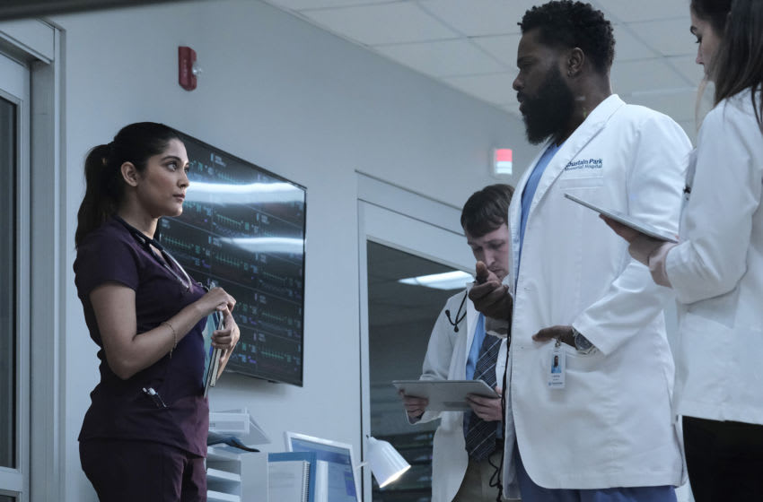 THE RESIDENT: L-R: Guest star Anuja Joshi and Malcolm-Jamal Warner in the ÒFirst Days, Last DaysÓ episode of THE RESIDENT airing Tuesday, March 9 (8:00-9:01 PM ET/PT) on FOX. ©2021 Fox Media LLC Cr: Guy D'Alema/FOX