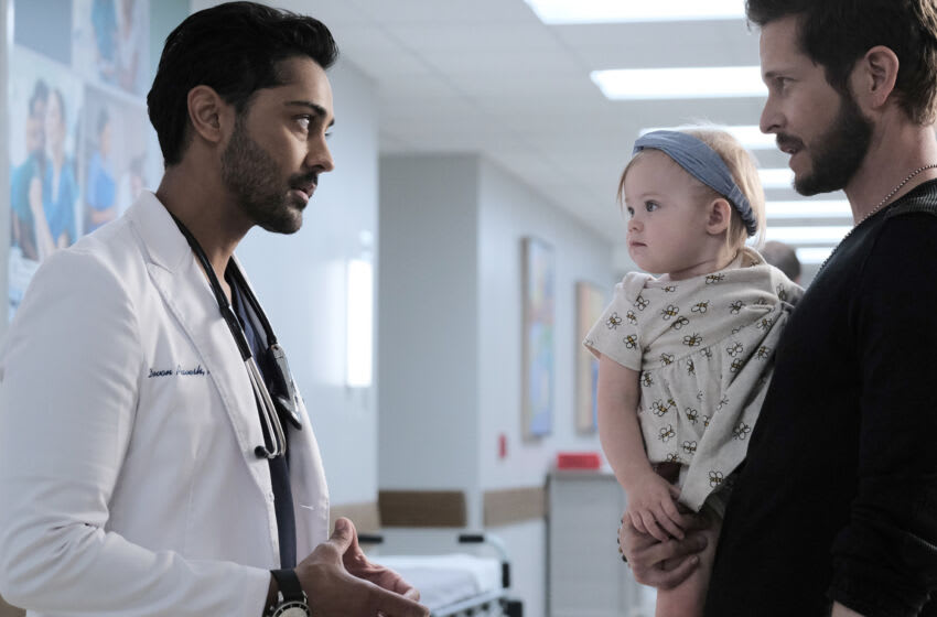 THE RESIDENT: L-R: Manish Dayal and Matt Czuchry in the ÒNow What?Ó season episode of THE RESIDENT airing Tuesday, Oct. 12 (8:00-9:00 PM ET/PT) on FOX. ©2021 Fox Media LLC Cr: Guy DÕAlema/FOX