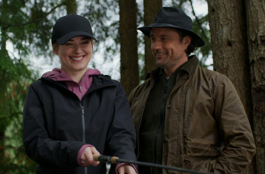 VIRGIN RIVER - Martin Henderson as Jack Sheridan; Alexandra Breckenridge as Melinda Monroe of VIRGIN RIVER - NETFLIX (c) 2020