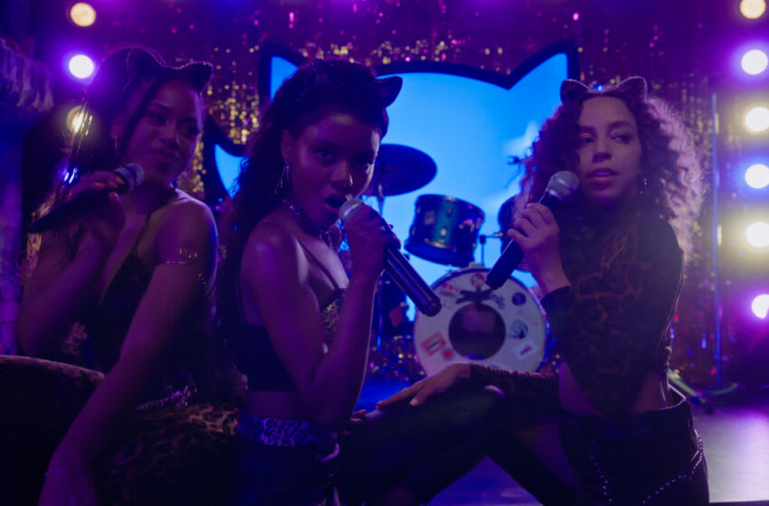 """Riverdale -- """"Chapter Ninety-One: The Return of The Pussycats"""" -- Image Number: RVD515fg_0045r -- Pictured (L-R): Asha Bromfield as Melody Valentine, Ashleigh Murray as Josie McCoy and Hayley Law as Valerie Brown -- Photo: The CW -- © 2021 The CW Network, LLC. All Rights Reserved."""