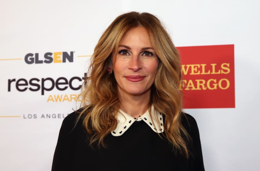BEVERLY HILLS, CA - OCTOBER 21: Honorary Co-Chair Julia Roberts, wearing Gucci dress and Calzedonia stockings, attends the 2016 GLSEN Respect Awards - Los Angeles at the Beverly Wilshire Four Seasons Hotel on October 21, 2016 in Beverly Hills, California. (Photo by Jonathan Leibson/Getty Images for GLSEN)