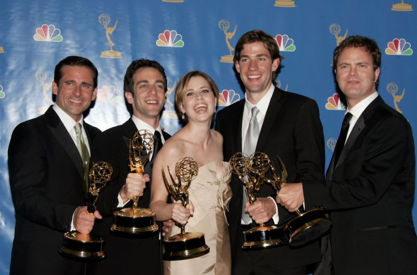 LOS ANGELES - AUGUST 27: Actor Steve Carell, actor B.J. Novak, actress Jenna Fischer, actor John Krasinski and actor Rainn Wilson poses in the press room after winning
