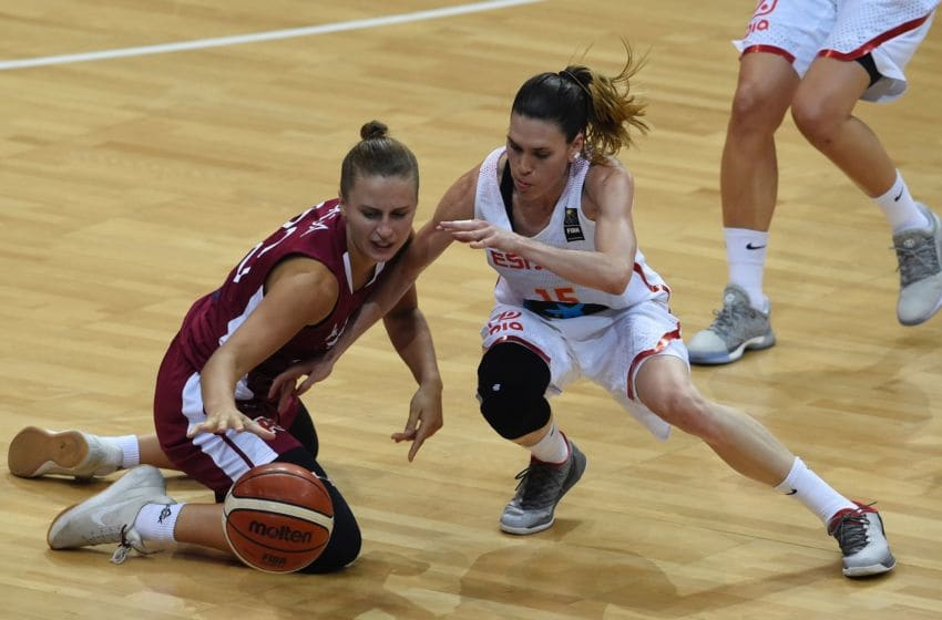 Kitija Laksa of Latvia (L) vies with Anna Cruz of Spain during the FIBA EuroBasket 2017 women's quarterfinal match between Spain and Latvia on June 22, 2017 in Prague, Czech Republic. / AFP PHOTO / MICHAL CIZEK (Photo credit should read MICHAL CIZEK/AFP via Getty Images)