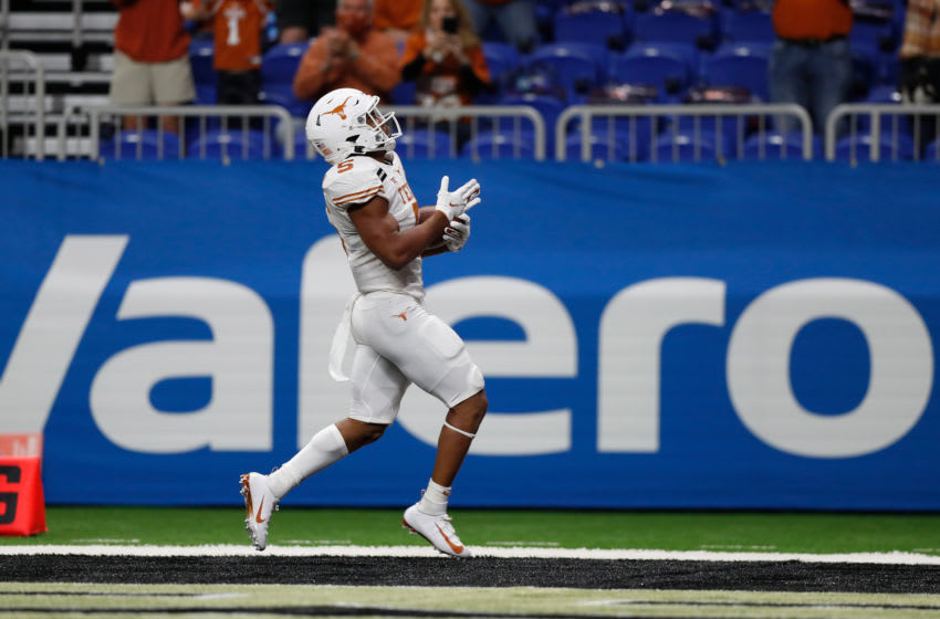 Bijan Robinson, Texas Football (Photo by Tim Warner/Getty Images)