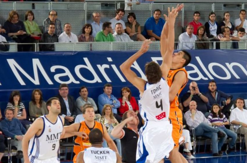 Real Madrid's Ante Tomic (4) jumps against Gustavo Ayon of Fuenlabrada) during a 2011 game in Madrid, Spain. (Photo by Carlos Delgado; CC-BY-SA via Wikimedia Commons/This file is licensed under the Creative Commons Attribution-Share Alike 3.0 Unported license.)