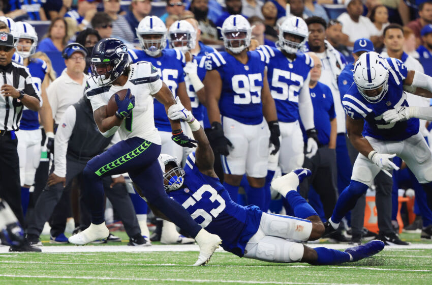 INDIANAPOLIS, INDIANA - SEPTEMBER 12: D'Wayne Eskridge #1 of the Seattle Seahawks breaks a tackle from Darius Leonard #53 of the Indianapolis Colts at Lucas Oil Stadium on September 12, 2021 in Indianapolis, Indiana. (Photo by Justin Casterline/Getty Images)