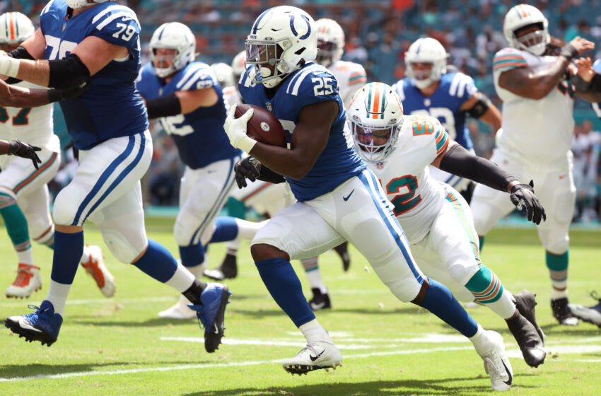 MIAMI GARDENS, FLORIDA - OCTOBER 03: Marlon Mack #25 of the Indianapolis Colts (Photo by Cliff Hawkins/Getty Images)