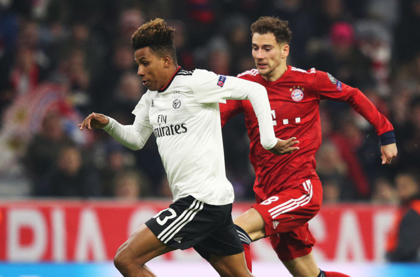 MUNICH, GERMANY - NOVEMBER 27: Gedson Fernandes of SL Benifica is challenged by Leon Goretzka of Bayern Munich during the Group E match of the UEFA Champions League between FC Bayern Muenchen and SL Benfica at Allianz Arena on November 27, 2018 in Munich, Germany. (Photo by Adam Pretty/Getty Images)