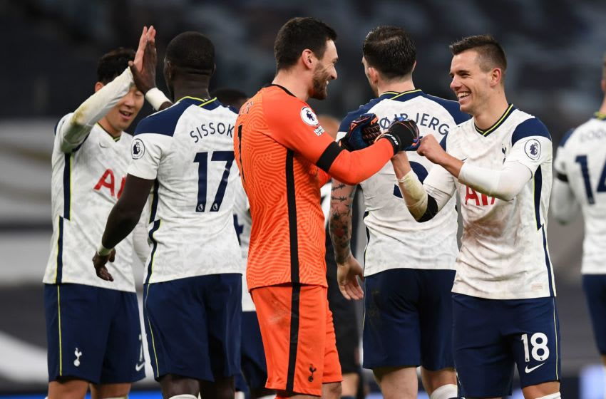 Tottenham Hotspur's Argentinian midfielder Giovani Lo Celso (R) reacts with Tottenham Hotspur's French goalkeeper Hugo Lloris (C) (Photo by NEIL HALL/POOL/AFP via Getty Images)