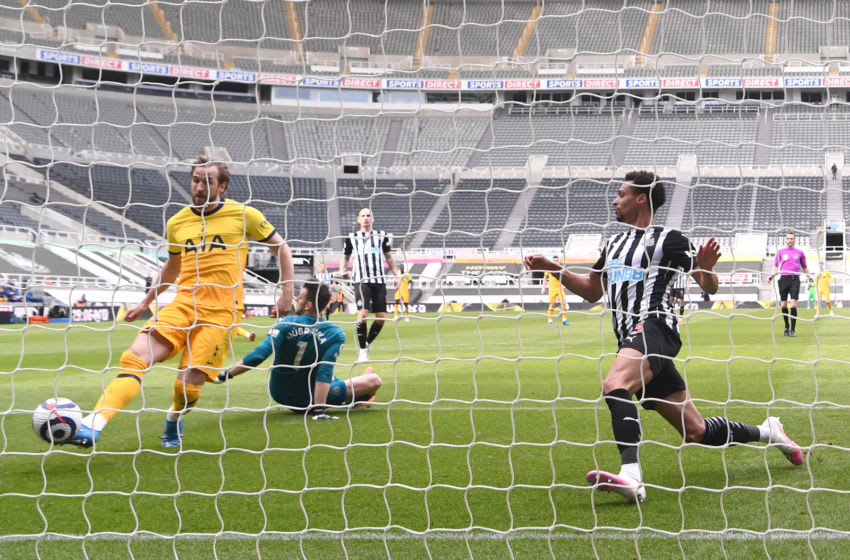 NEWCASTLE UPON TYNE, ENGLAND - APRIL 04: Harry Kane of Tottenham Hotspur scores their team's first goal during the Premier League match between Newcastle United and Tottenham Hotspur at St. James Park on April 04, 2021 in Newcastle upon Tyne, England. Sporting stadiums around the UK remain under strict restrictions due to the Coronavirus Pandemic as Government social distancing laws prohibit fans inside venues resulting in games being played behind closed doors. (Photo by Stu Forster/Getty Images)