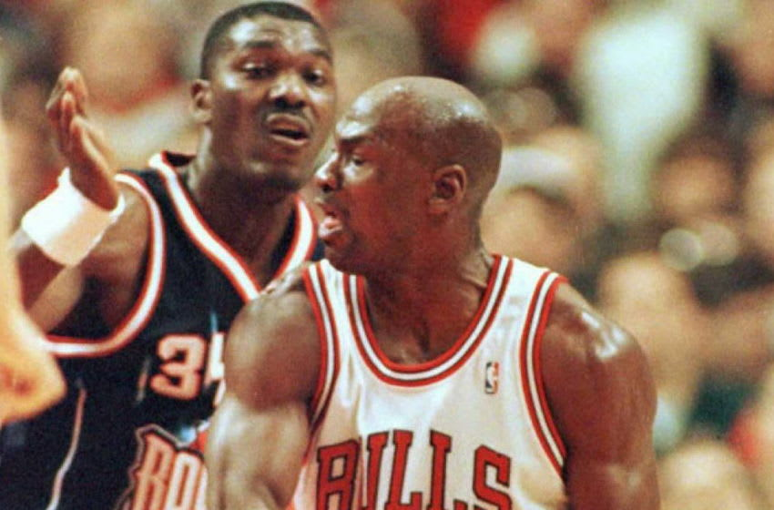 Retired Houston Rockets center Hakeem Olajuwon and Michael Jordan (Photo by BRIAN BAHR / AFP) (Photo credit should read BRIAN BAHR/AFP via Getty Images)