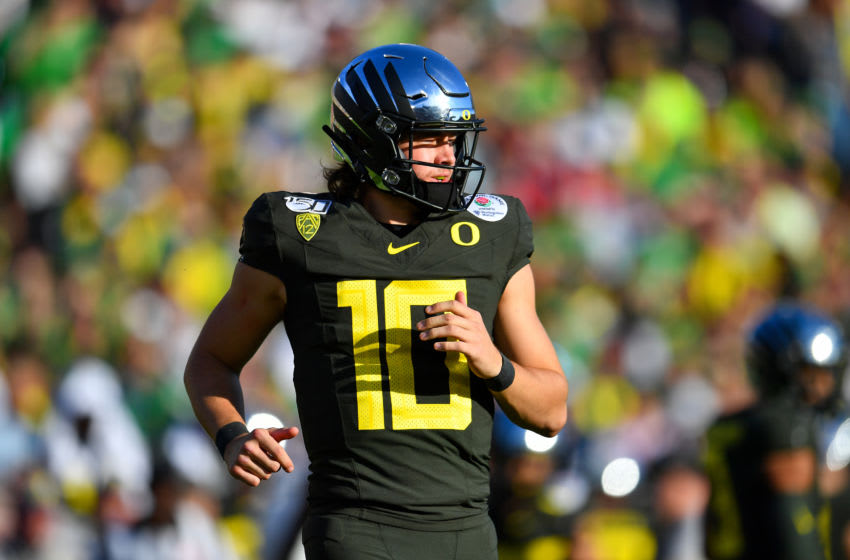 PASADENA, CALIFORNIA - JANUARY 01: Justin Herbert #10 of the Oregon Ducks runs to the huddle during the first quarter of the game against the Wisconsin Badgers at the Rose Bowl on January 01, 2020 in Pasadena, California. (Photo by Alika Jenner/Getty Images)
