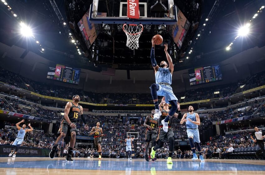 MEMPHIS, TN - OCTOBER 19: Garrett Temple #17 of the Memphis Grizzlies shoots the ball against the Atlanta Hawks during a game on October 19, 2018 at FedExForum in Memphis, Tennessee. NOTE TO USER: User expressly acknowledges and agrees that, by downloading and/or using this Photograph, user is consenting to the terms and conditions of the Getty Images License Agreement. Mandatory Copyright Notice: Copyright 2018 NBAE (Photo by Joe Murphy/NBAE via Getty Images)