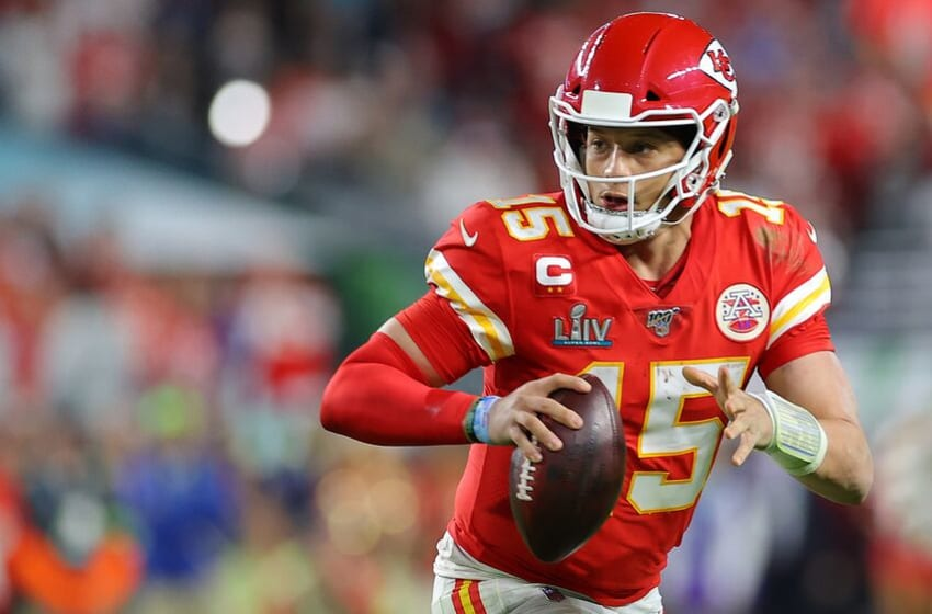 MIAMI, FLORIDA - FEBRUARY 02: Patrick Mahomes #15 of the Kansas City Chiefs looks to pass against the San Francisco 49ers during the fourth quarter in Super Bowl LIV at Hard Rock Stadium on February 02, 2020 in Miami, Florida. (Photo by Kevin C. Cox/Getty Images)