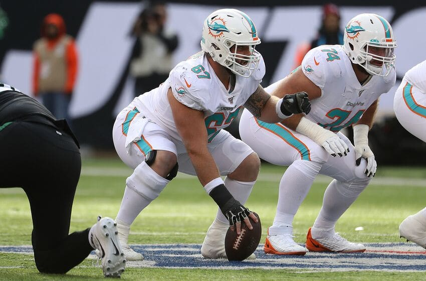 EAST RUTHERFORD, NEW JERSEY - DECEMBER 08: Daniel Kilgore #67 of the Miami Dolphins in action against the New York Jets during their game at MetLife Stadium on December 08, 2019 in East Rutherford, New Jersey. (Photo by Al Bello/Getty Images)