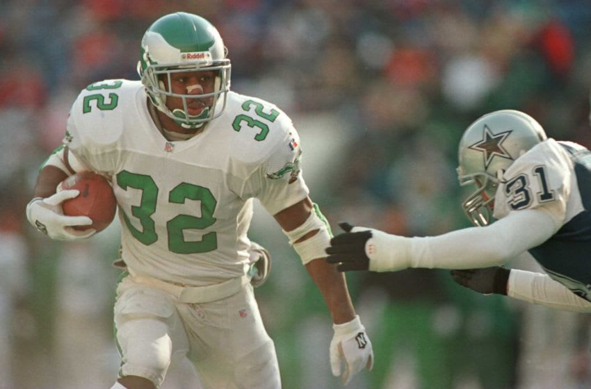 10 Dec 1995: PHILADELPHIA EAGLES RUNNING BACK RICKY WATTERS #32 ELUDES DALLAS COWBOYS SAFETY BROCK MARION #31 DURING THE EAGLES 20-17 WIN AT VETERANS STADIUM IN PHILADELPHIA, PENNSYLVANIA.