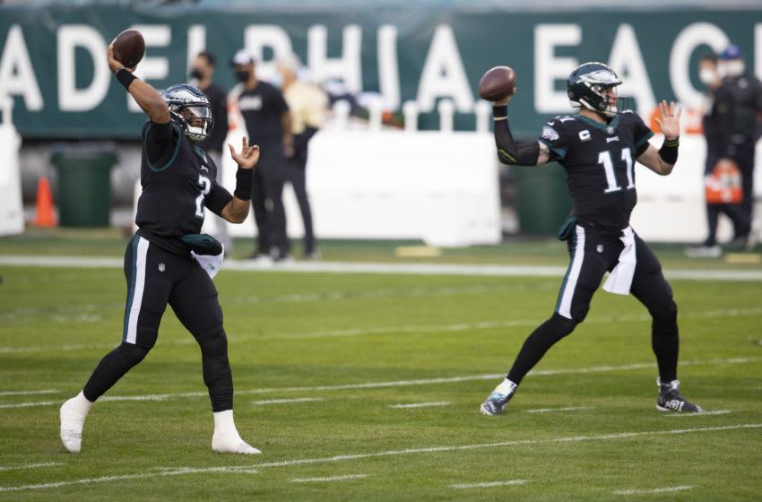 Jalen Hurts (L), Carson Wentz (R) Philadelphia Eagles (Photo by Mitchell Leff/Getty Images)